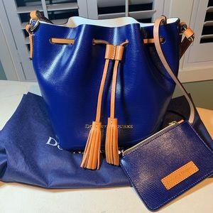 NWOT- Dooney & Bourke Serena crossbody bucket bag